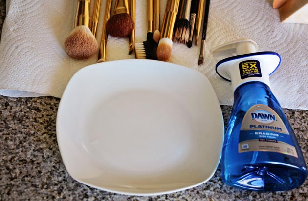 How to Clean Makeup Brushes How to Clean Makeup Brushes with Dish Soap   Cheap and Easy!