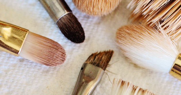 how to clean makeup brushes 00 How to Clean Makeup Brushes with Dish Soap   Cheap and Easy!