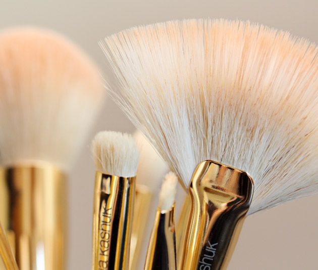 sonia kashuk brush review bristles Sonia Kashuk Makeup Brush Review   10 Brush Review Gold Limited Edition