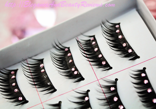 Side view of these gorgeous rhinestone eyelashes in the box
