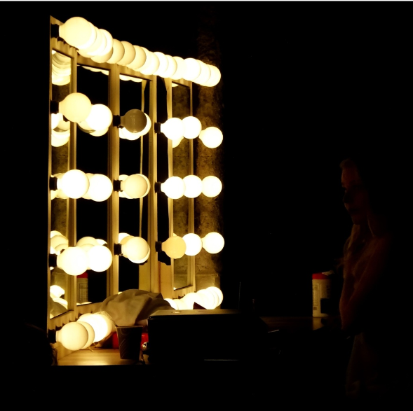light bulbs surrounding mirror
